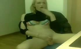 Amateur Blonde Tranny On Cam